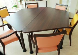 医療法人佳和会 | デイサービスセンターわきあいあいのテーブル